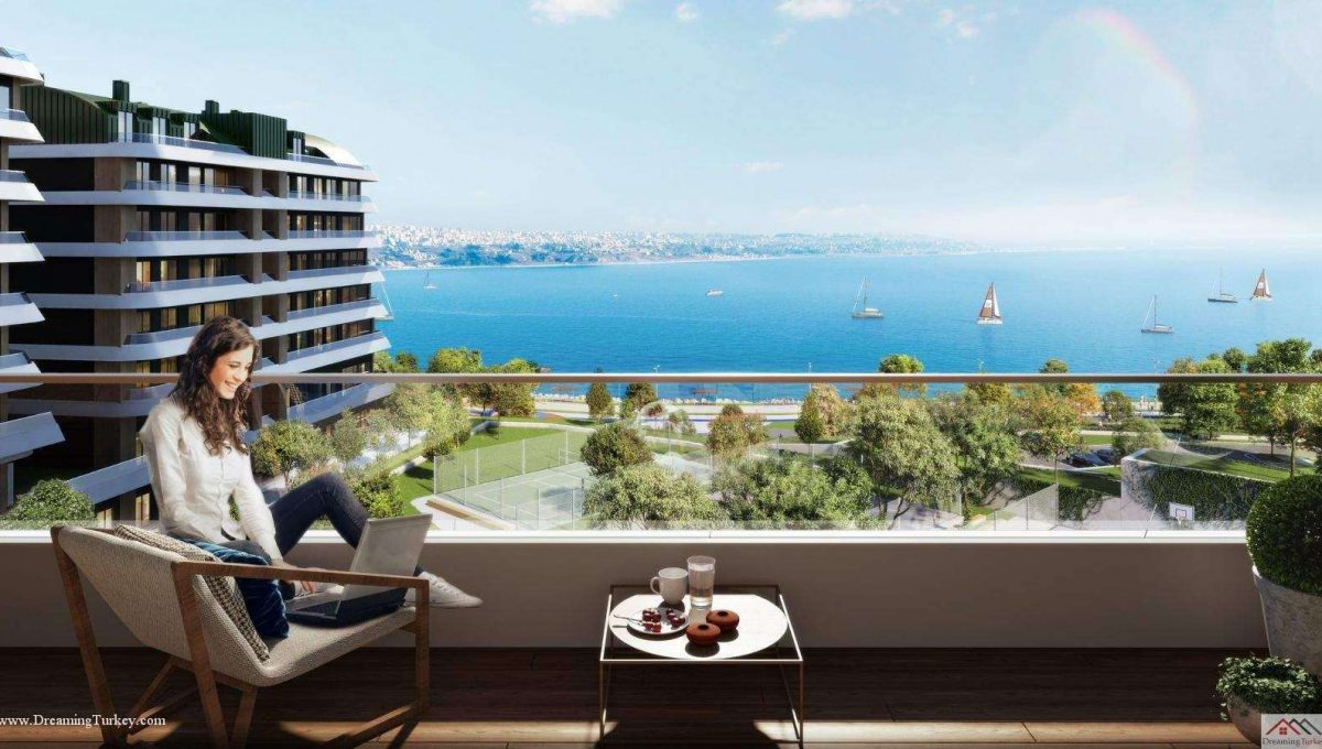 Apartment inside a Coastal Complex in Istanbul Balcony