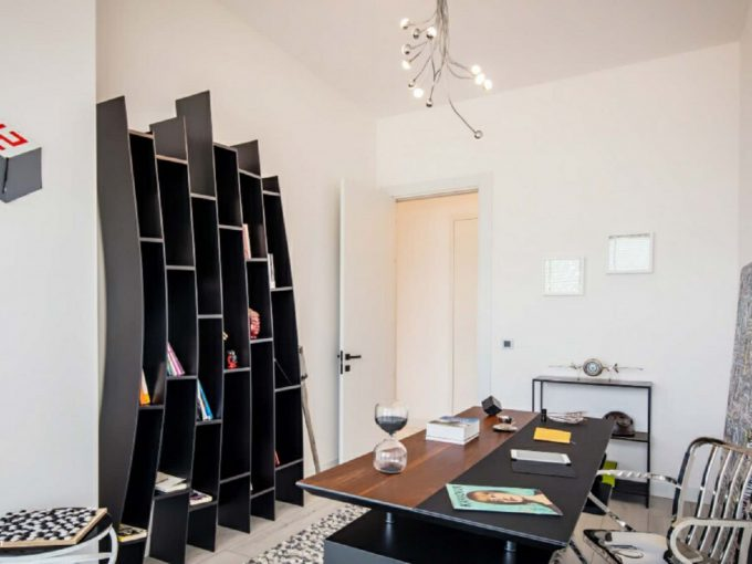 Apartment inside a Coastal Complex in Istanbul Office