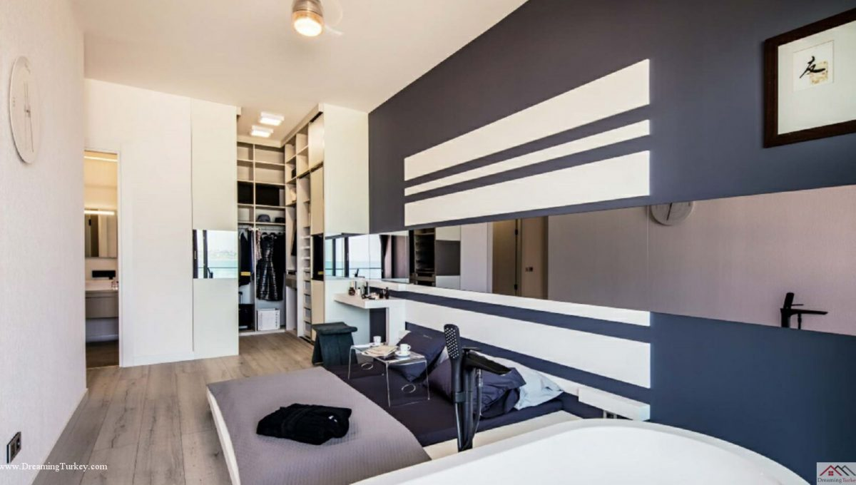 Apartment inside a Coastal Complex in Istanbul Master Bedroom