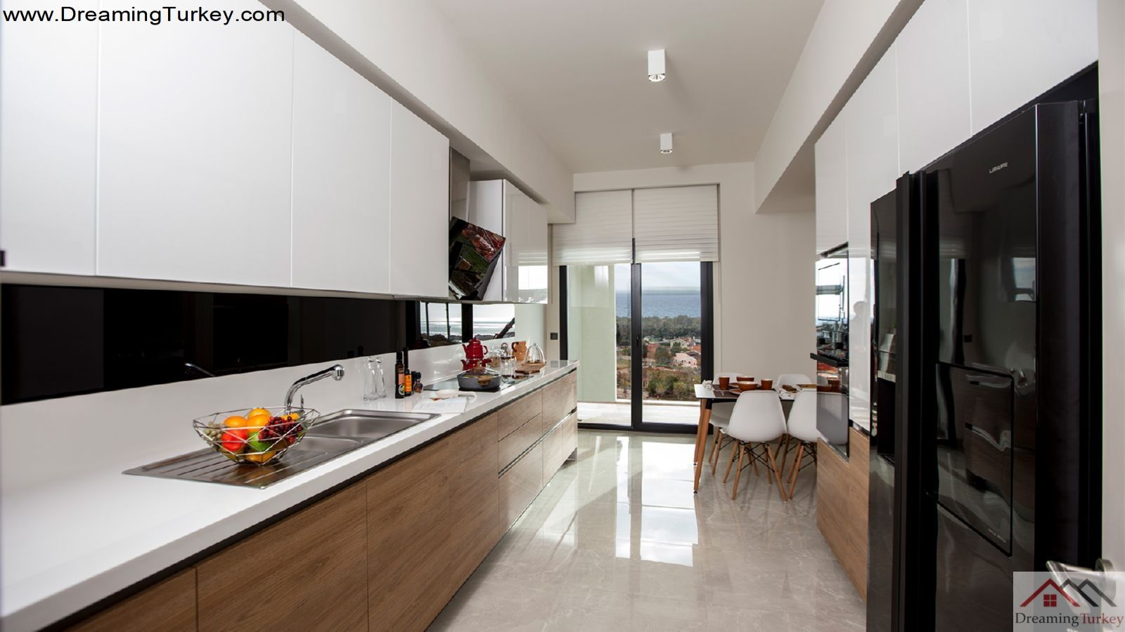 3-Bedroom Apartment Next to the Metrobus in Istanbul