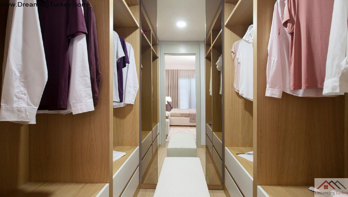 Apartment inside a Luxury Complex in Istanbul Dressing Room