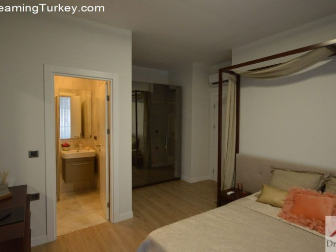 Apartment Near the Lake in Istanbul | Master Bedroom