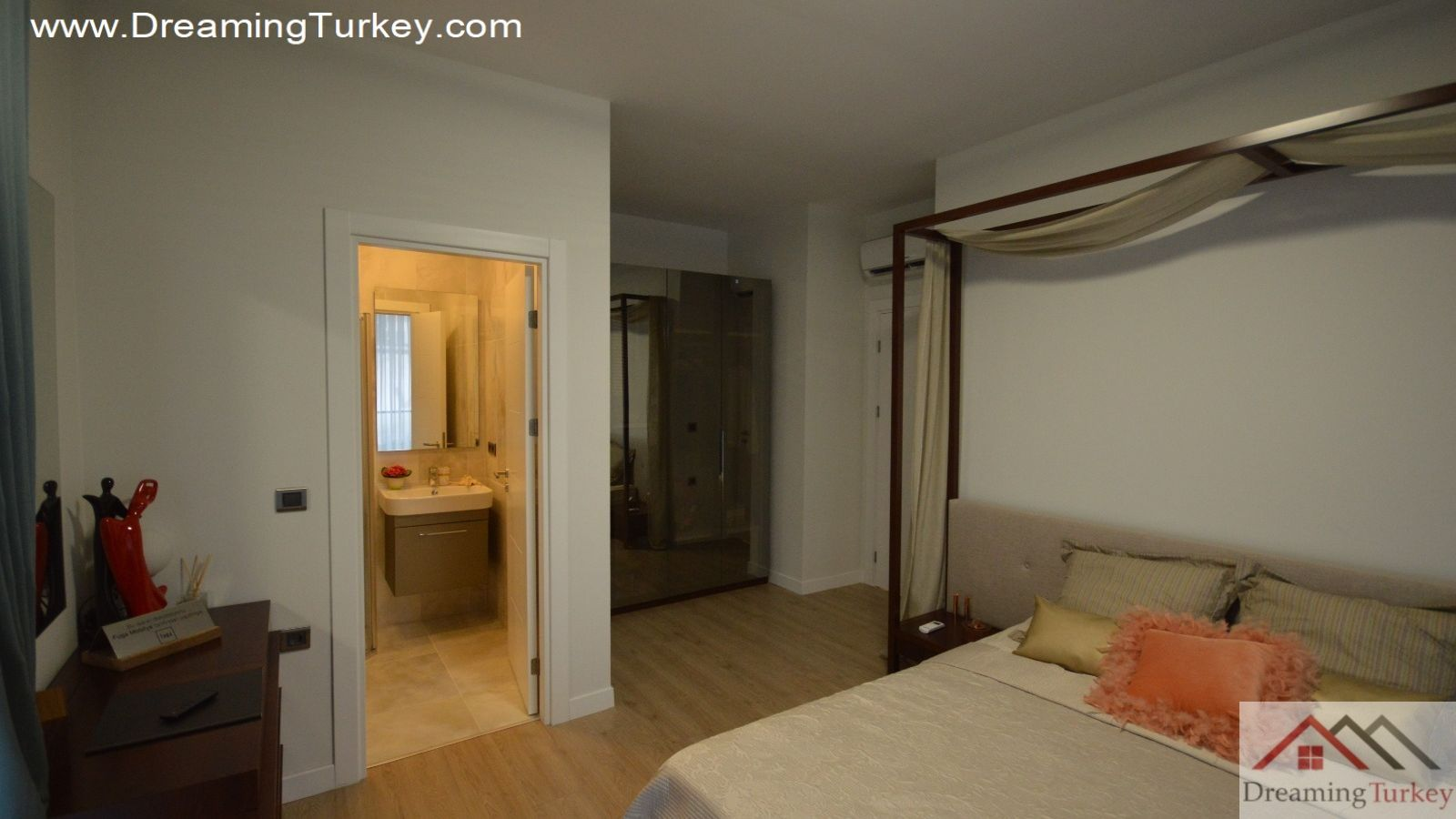 3-Bedroom Apartment Near the Lake in Istanbul