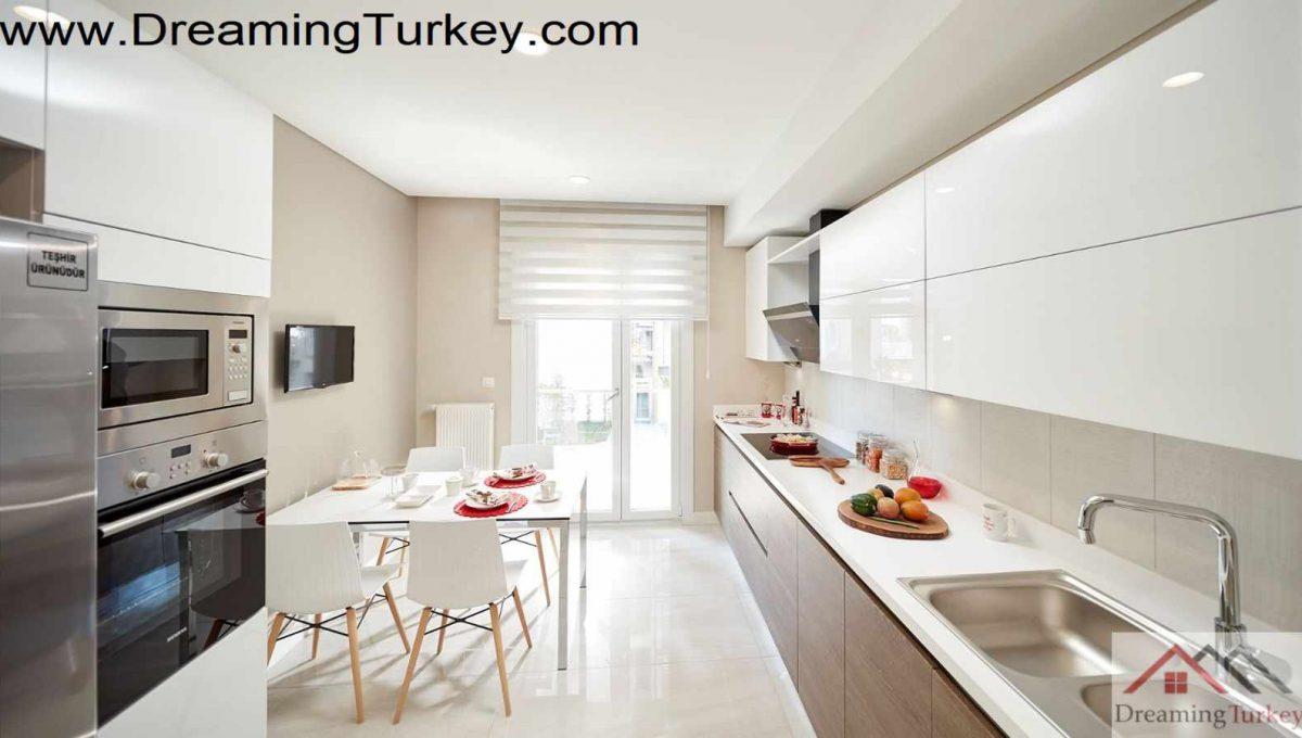 Apartment in a Complex with a Lake View in Istanbul 3+1