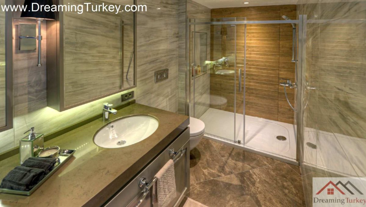 Duplex with a Sea View in a Modern Complex in Istanbul 2+1