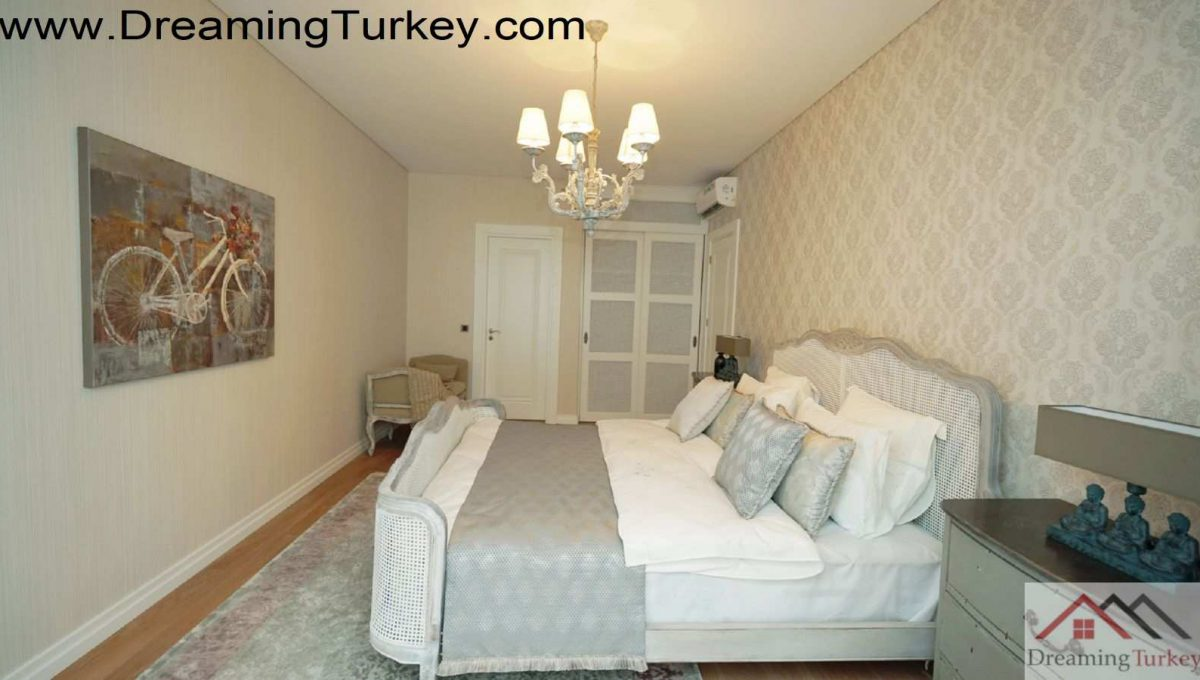Bedroom in a Complex Next to the Metrobus in Istanbul