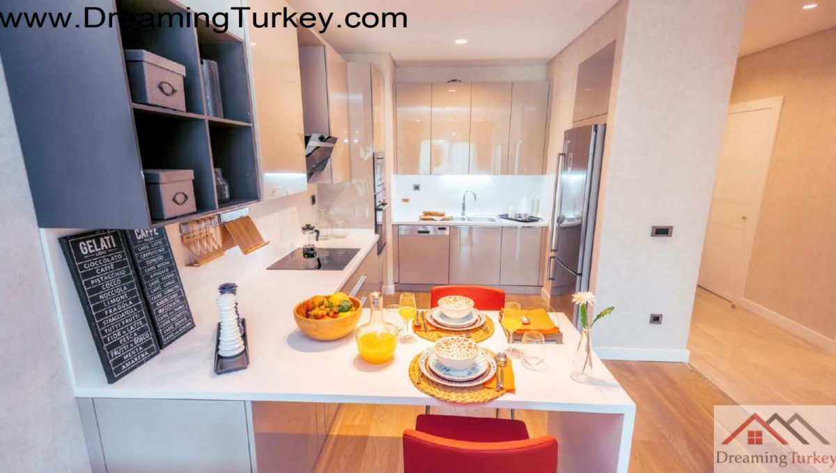 Residence in a Complex Next to the Metrobus in Istanbul 2+1