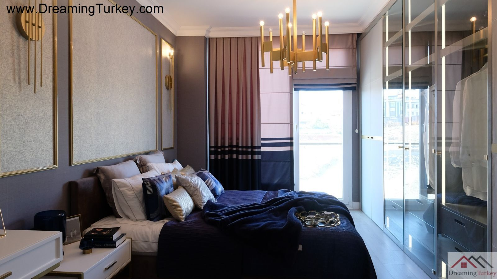 3-Bedroom Apartment in a Complex Close to the Sea in Istanbul