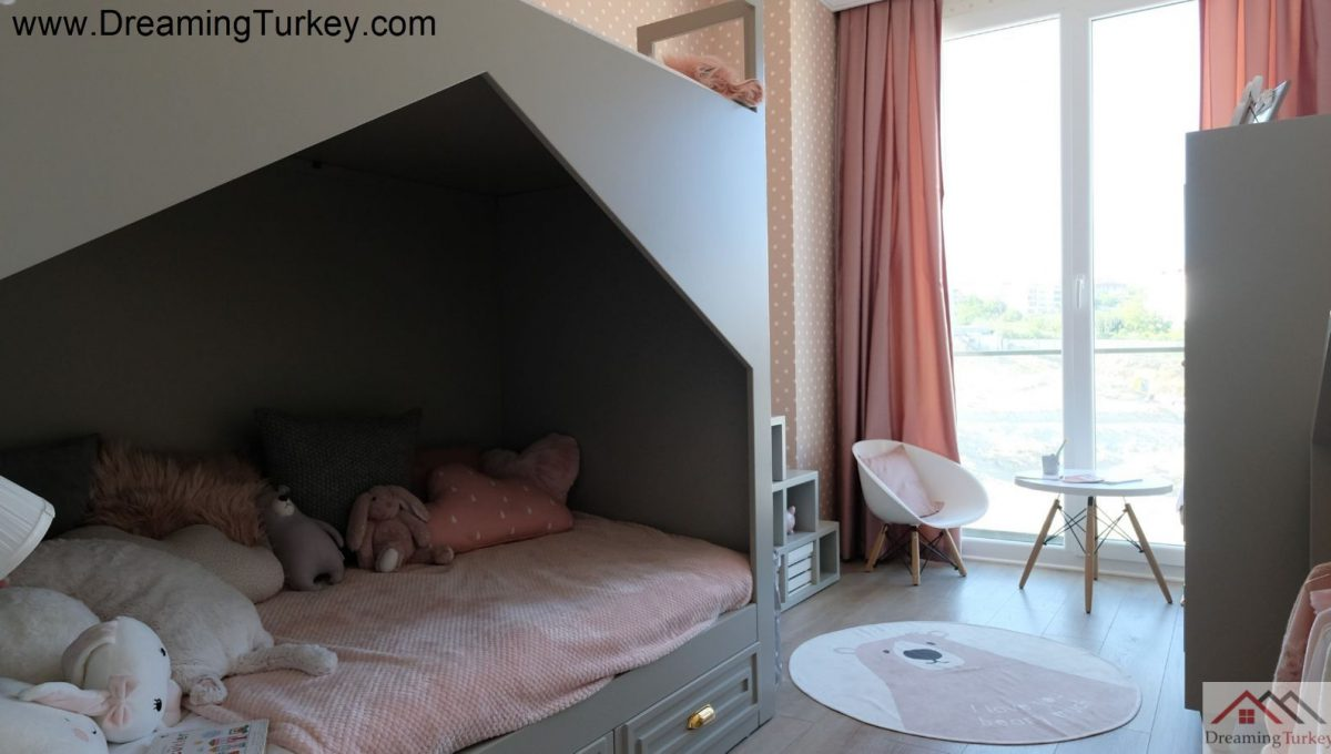 Girl's Room in a Complex Close to the Sea in Istanbul