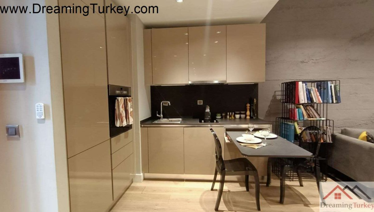 Apartment in a Smart Complex Next to the Highway in Istanbul 1+1
