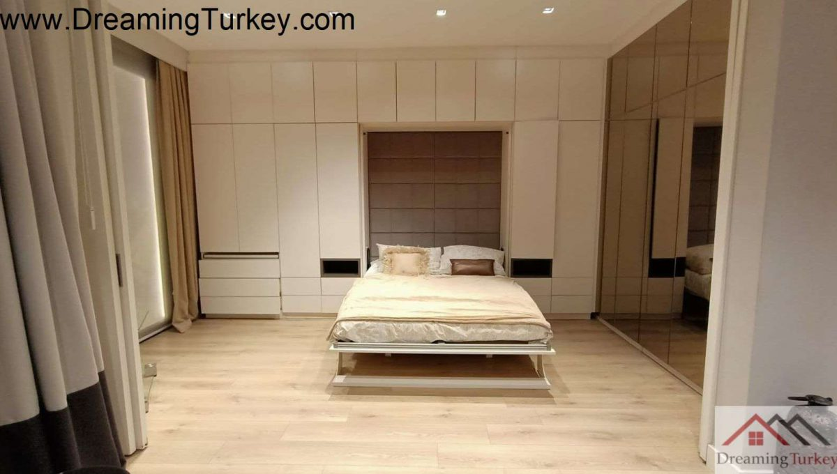 Apartment in a Smart Complex Next to the Highway in Istanbul 3+1