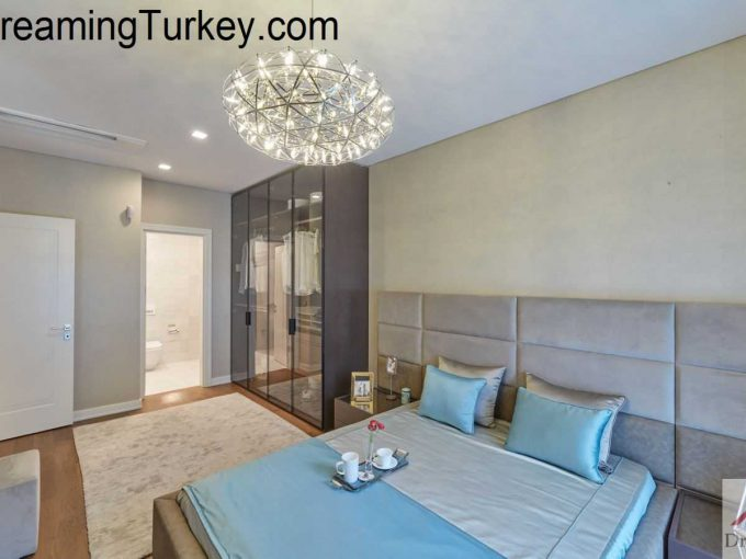 Residence in a Complex with a Forest View in Istanbul 2+1