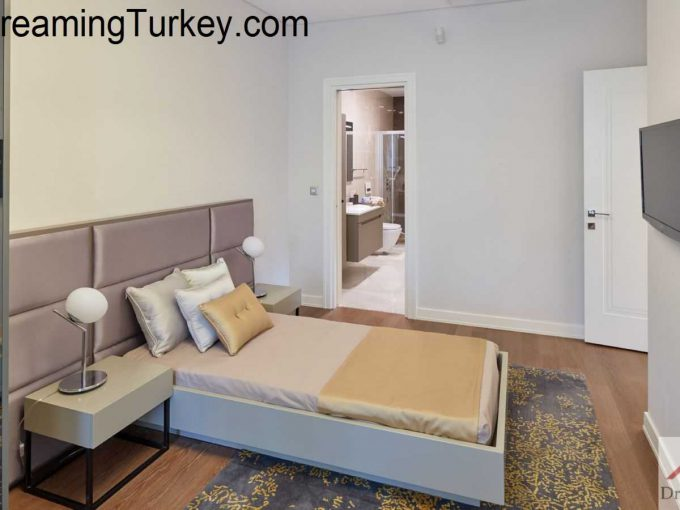 Residence in a Complex with a Forest View in Istanbul 3+1