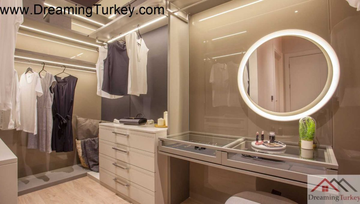 Dressing Room| Apartment with a Lake View in a Modern Complex