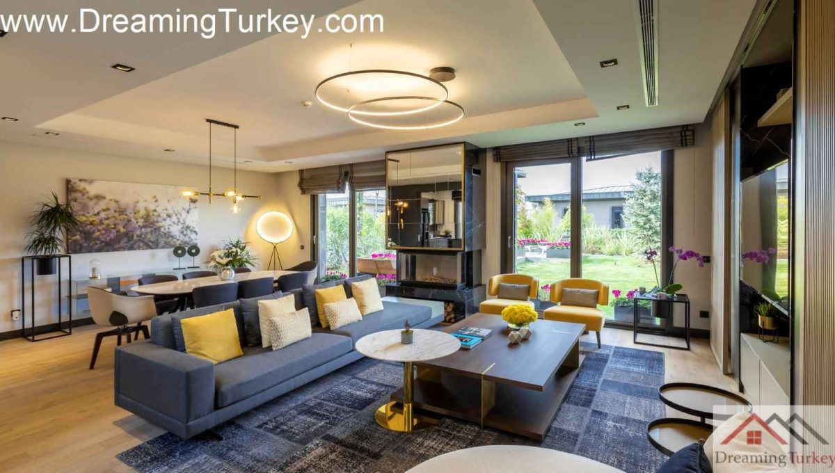 Living Room Villa with a Lake View in a Complex in Istanbul
