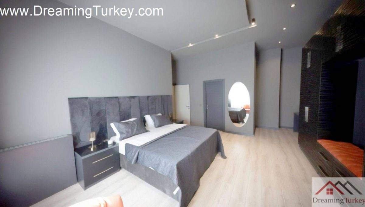 Classic Complex with a Lake View in Istanbul 2+1