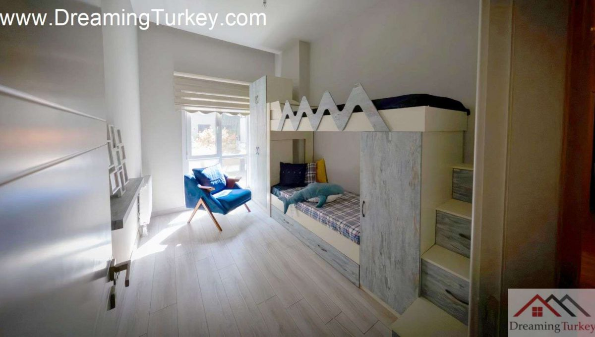 Classic Complex with a Lake View in Istanbul 3+1