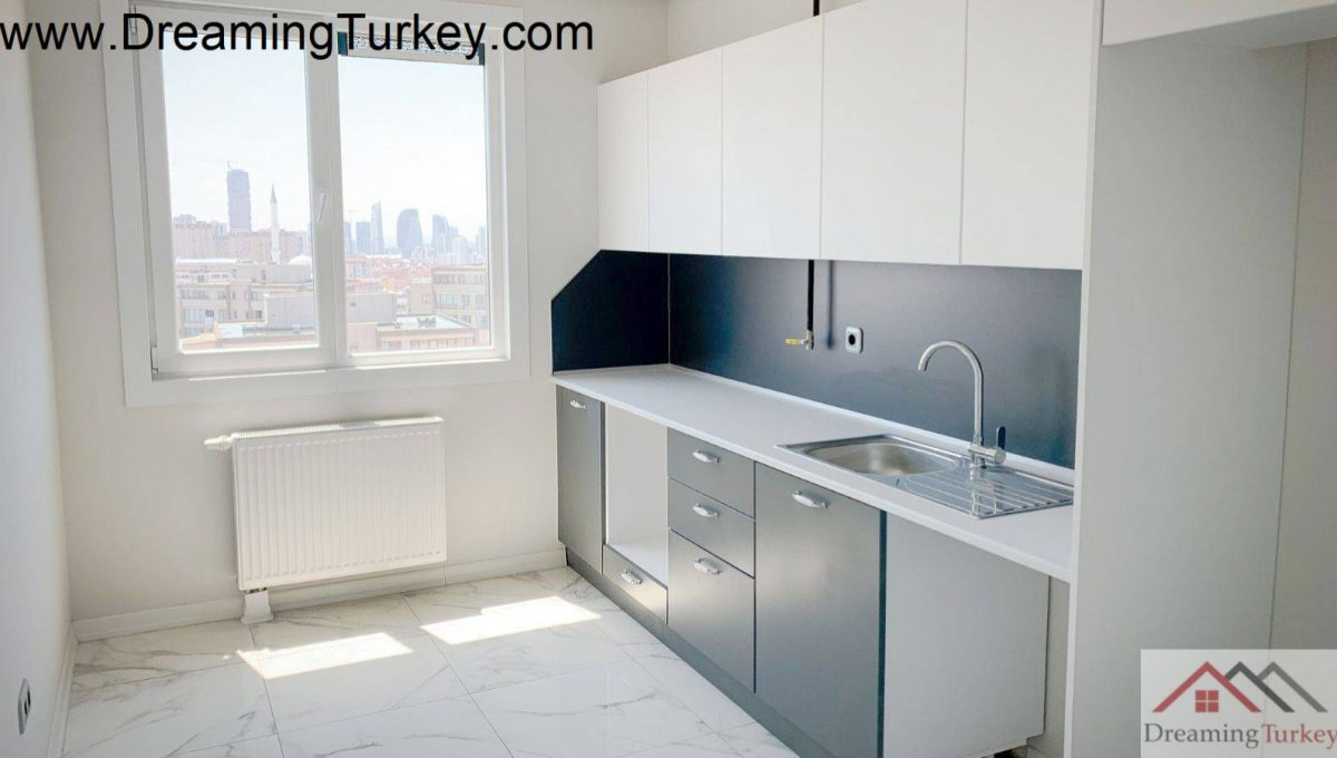 Apartment with a Sea View Next to the Metrobus in Istanbul 1+1